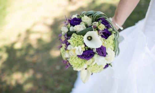 Bouquet mariée moderne dans les tons violets