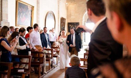 Entrée église mariage - Mélanie orsini - Solophotographie