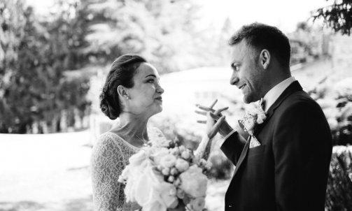 Photos de couple noir et blanc mariage - Mélanie orsini - Solophotographie